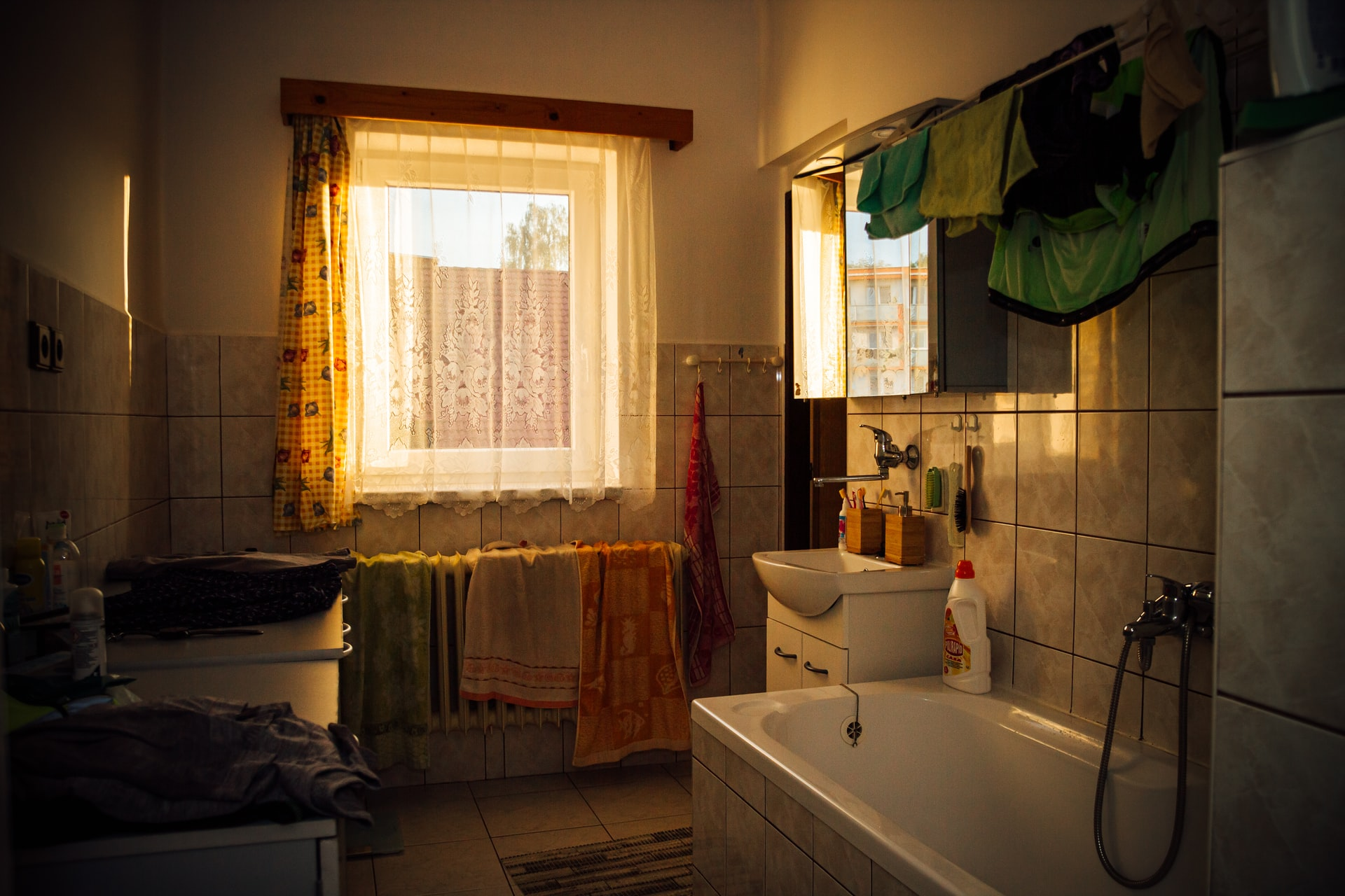 Some Signs Your Bathroom Is Frighteningly Outdated